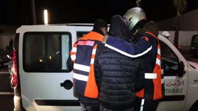 صورة طانطان…تدخل بطولي لأحد عناصر فرقة الدراجين لتوقيف شخص عرض حياة المواطنين للخطر