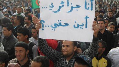صورة نايضة فالجزائر.. مئات الطلبة يتظاهرون بالجزائر العاصمة للمطالبة برحيل النظام
